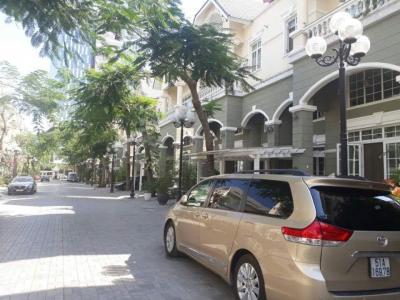 Cho thuê biệt thự Kim Long, dt: 500m, 05 phòng ngủ, nội thất cao cấp, giá thuê: 5000 usd.